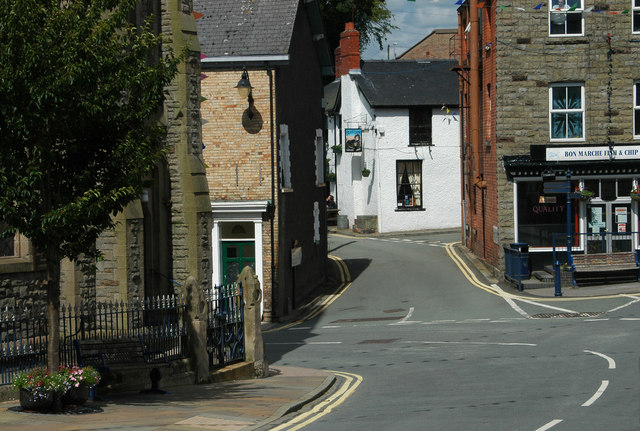 This way to 'The Black Lion'