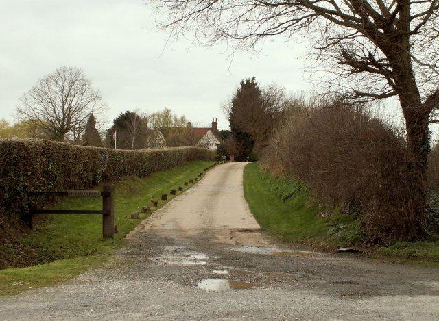 The approach to Murrells Farm
