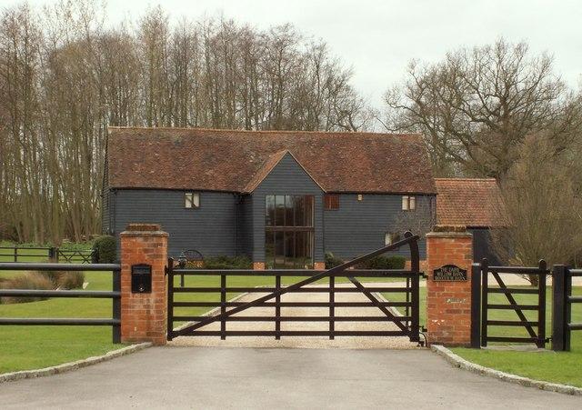 Converted barn at Rose Hall Farm © Robert Edwards cc-by-sa ...