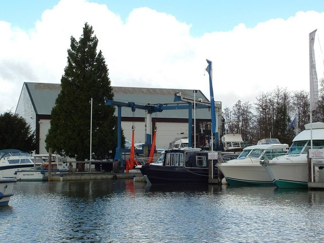 Boat Hoist and Service Centre, Hobro's Dyke, Brundall