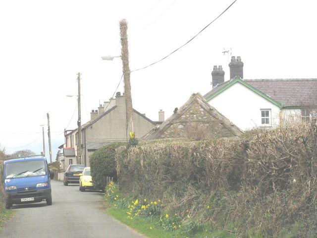 The hamlet of Ty'n-lon