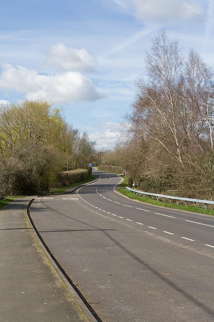 Romsey Road as it approaches Long's Bridge, West Wellow