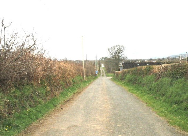 View east along the Ty'n Lon lane close to where it begins its descent to Bethesda Bach