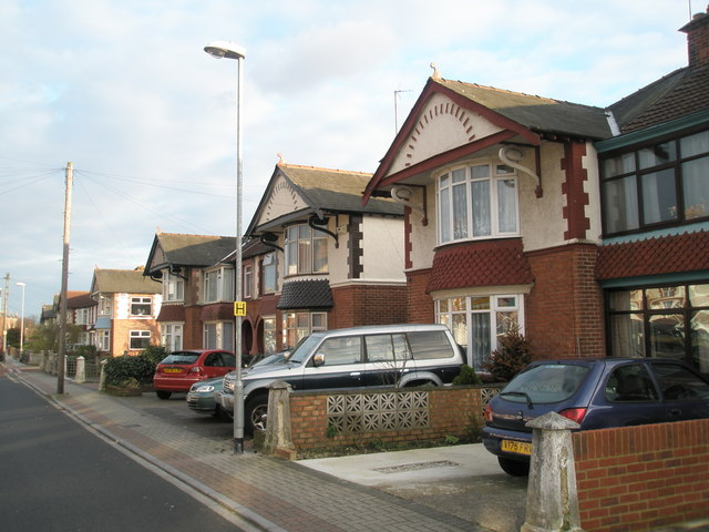 Pleasant suburban homes in Hawthorn Crescent