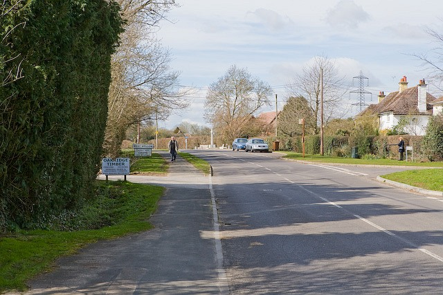 Approaching West Wellow on Romsey Road