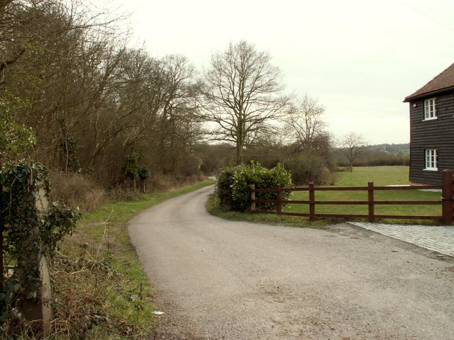 A bridleway and road to Peakes Farm