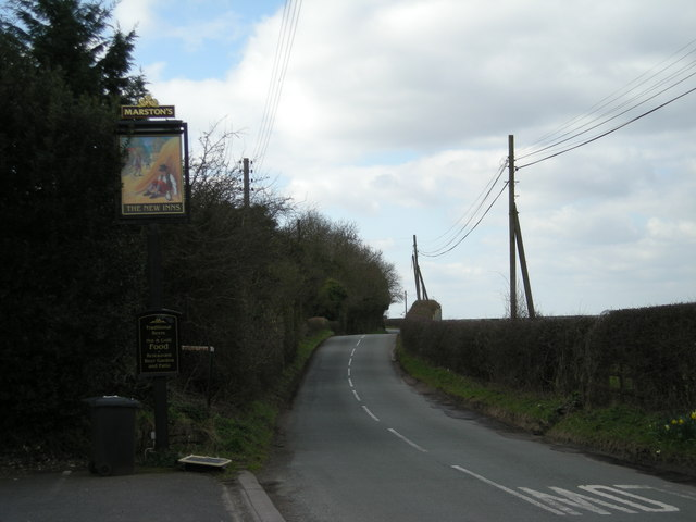 Kiddemore Green Road & sign for 'The New Inns'