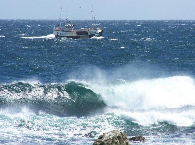 Fishing boat passing Papigoe