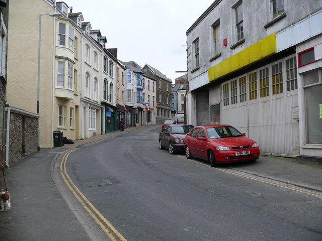Northfield Road, top end facing High Street