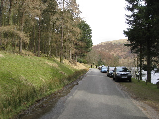 Howden Reservoir - View of road approaching the Royal Oak Tree