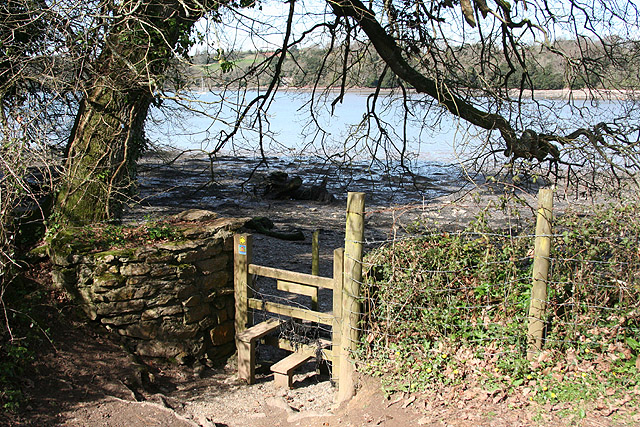 Kingswear: stile to foreshore footpath