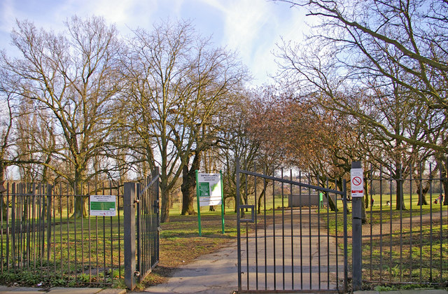 Entrance to Oakwood Park, Prince George Avenue, London N14