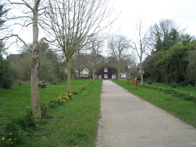 Path from Portchester Coastal Park to Castle Street