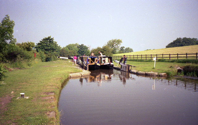 Greenberfield Middle Lock, Leeds and Liverpool Canal