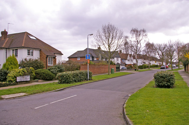 Cotswold Way, Enfield
