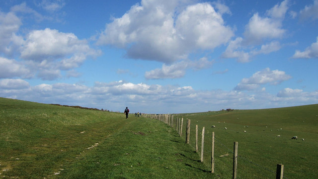 Walkers heading towards Bo-Peep