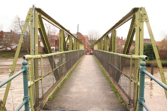 Footbridge to Town Lock