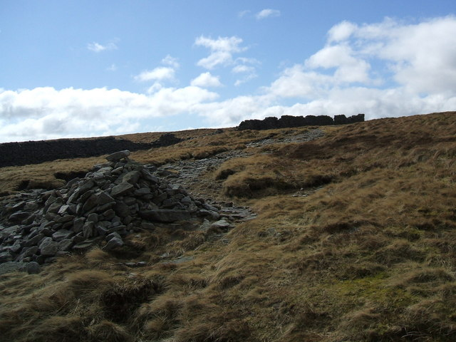 Old wall near the top of Firth Fell.