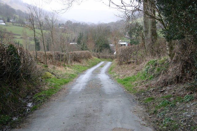 Road heading down to Ty-nant