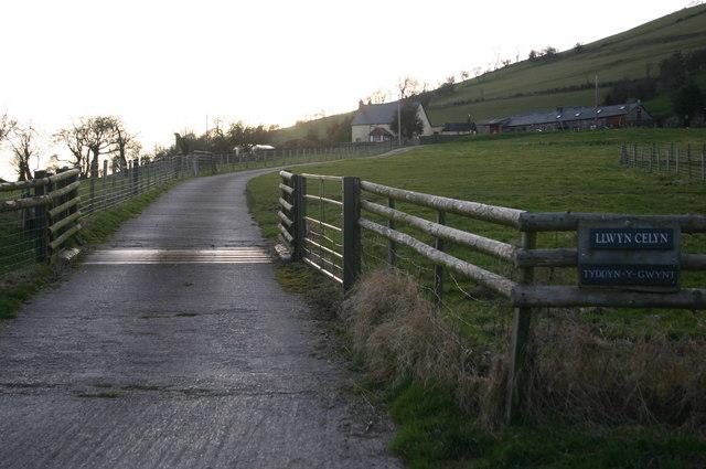 Drive up to Tyddyn-y-gwynt