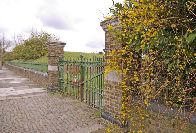 Gateway to Reservoir in Drapers Road, Enfield