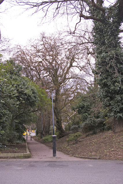 Footpath from Crescent Road to Old Park View, Enfield