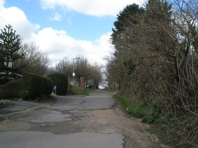 Entrance to Recreation Ground at the end of Newlands Road