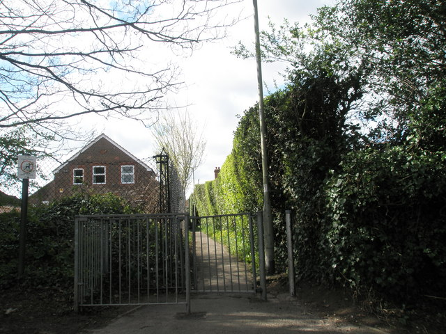 Alleyway from Newlands Road Rec to London Road