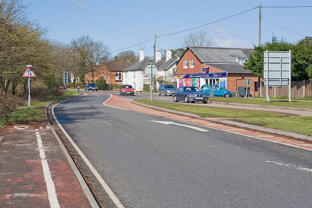 Looking along Salisbury Road (A36) from Canada Corner