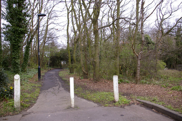Footpath from Lonsdale Drive (north side) to Worlds End, Enfield