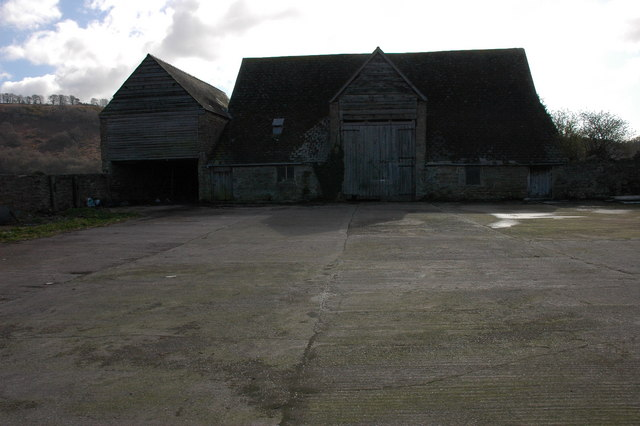 Farm barn near Symons Yat