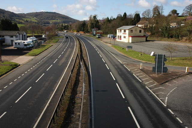 The A40 approaching Whitchurch