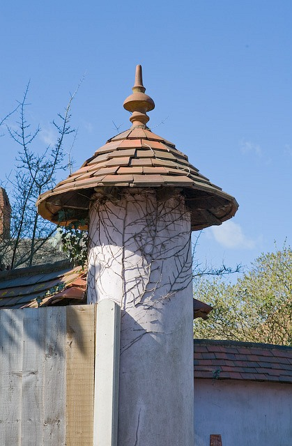 Detail of gate pillar of thatched cottage in West Wellow