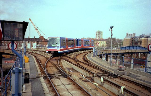 Eastern curve of Delta Junction, Docklands Light Railway