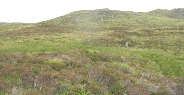 View across the col to the southern spur of Carreg Lusog