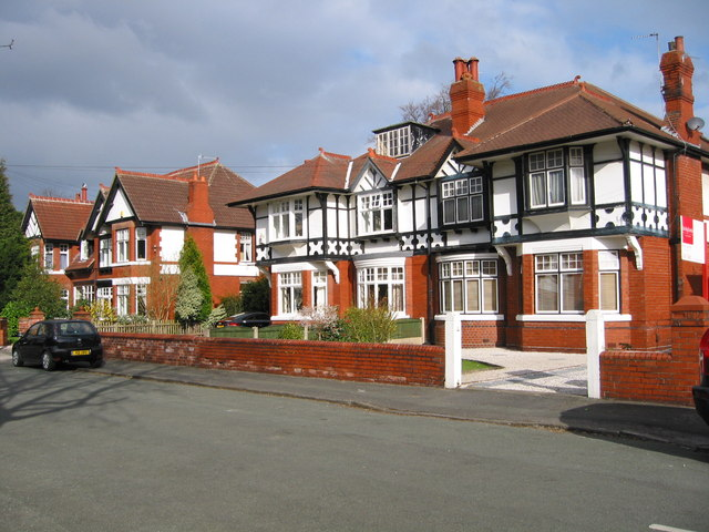 Large houses in Grappenhall