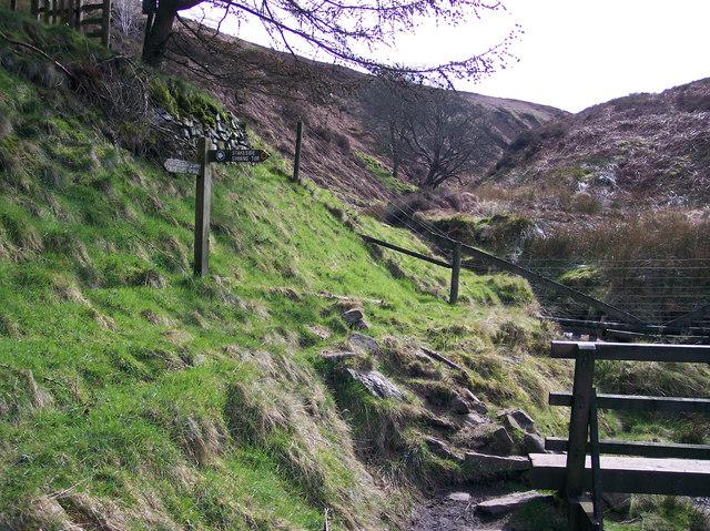 Deep Clough Footbridge/Signpost