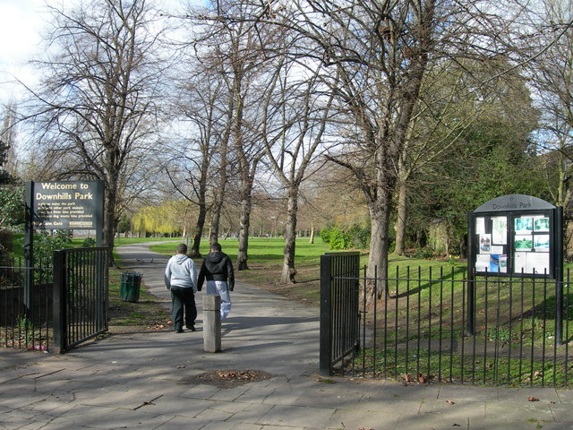 Entrance to Downhills Park, West Green