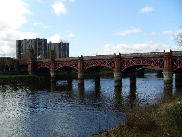 Railway bridge over River Clyde