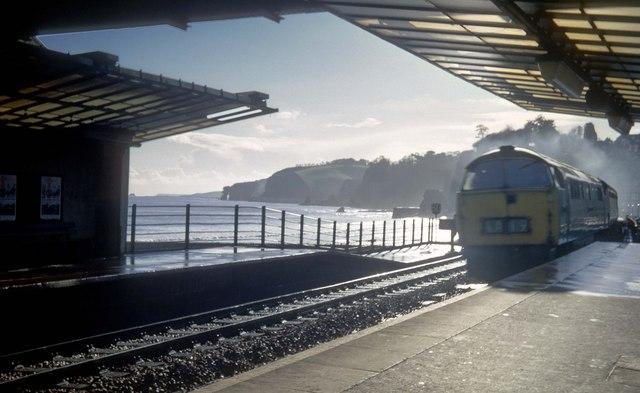 Western 1028 roars through Dawlish station