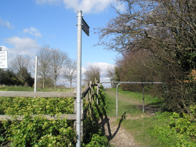 Footpath to Portsmouth Golf Club