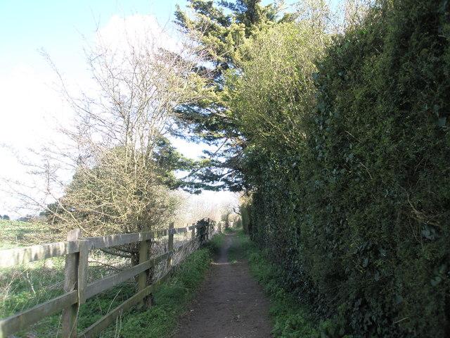 Footpath between rear of Hoylake Road and Portsmouth Golf Club