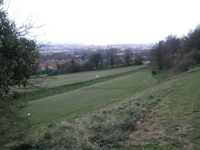 Looking down into Chalkridge Road from the top of Portsdown Hill