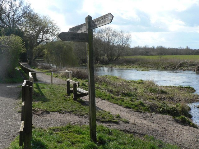 Muscliff: Stour Valley Way
