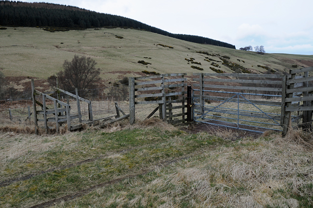 Stile and Gate on Track to Clow Bridge