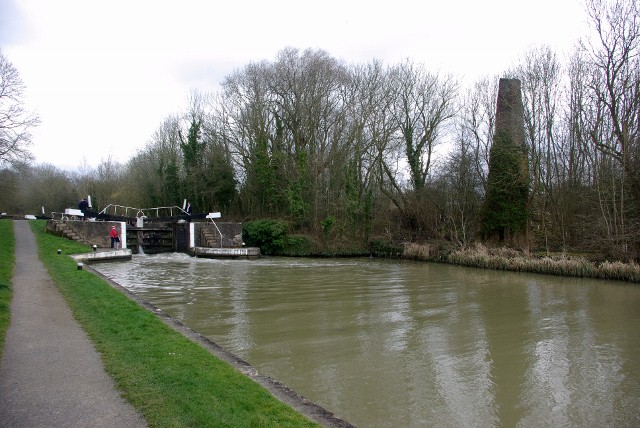 Kiln alongside the Grand Union Canal