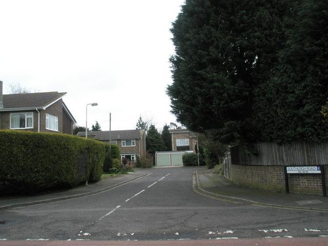 Small cul de sac off Southleigh Road