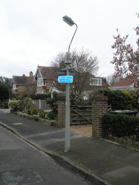 Lamppost  indicating the Warblington Cycleway