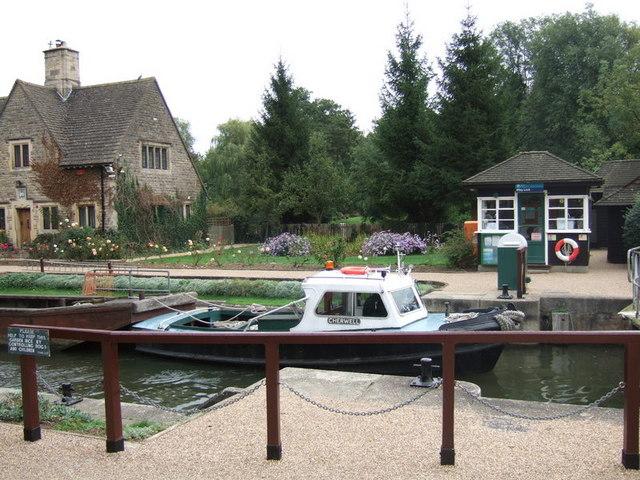 Iffley lock and lock-keeper's house
