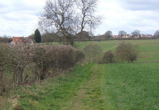 Footpath west across the fields towards Fordham